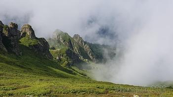 Стара-Планина 2018. 07. Вершина Русалка - прогулка в облаках.