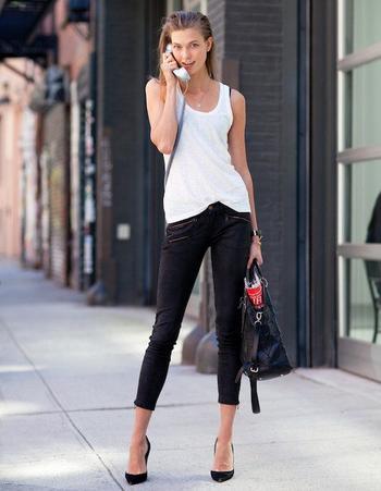 Как модно носить джинсы черного цвета?