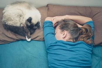 Позы для сна, которые помогут избавиться от 7 разных болезней