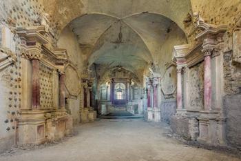 Фотограф запечатлел заброшенные церкви Италии