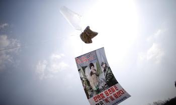 В КНДР заявили о возможности передачи коронавируса через листовки из Южной Кореи