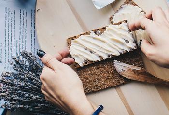 8 рецептов с продуктами, которые точно есть у вас в холодильнике