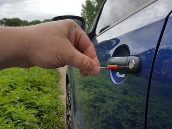 Автомобиль стал биться током: в чем причина и как устранить данное явление