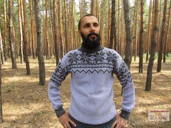 Мужской свитер с жаккардовым узором спицами