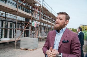 Боец с большим сердцем: Конор Макгрегор строит дома для бездомных ирландцев