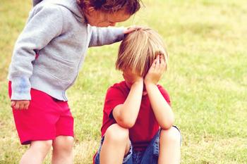 7 причин, почему с ребенком не хотят дружить другие дети