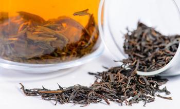 5 способов применения спитого чая в саду и огороде