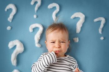 Как понять, почему плачет ребенок: самые нелепые причины детских слез