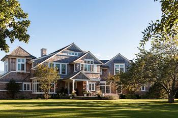 Замечательный дом с традиционными европейскими интерьерами в США