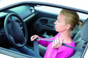 Вредные привычки водителей: что нельзя делать за рулем