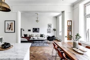 Белая квартира с черными акцентами в Стокгольме