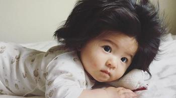 Годовалая Рапунцель: малышка с роскошной шевелюрой стала лицом известного бренда