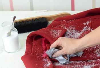 Ключевые советы, как почистить разные виды пальто без похода в химчистку