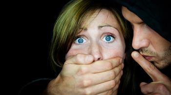 7 признаков того, что мужчина пытается контролировать свою женщину