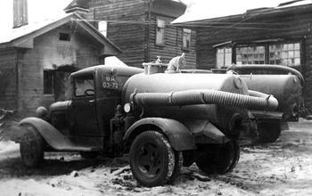 Советская коммунальная техника: автоцистерны для «ночного золота» и «особого назначения»