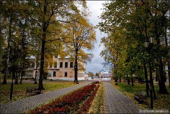 Очарование старинного города золотой осенью