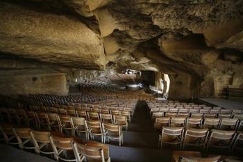 Десятка загадочных пещерных храмов