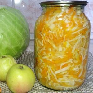 Хрустящий Салат из капусты с яблоком на зиму