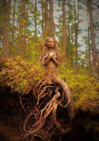 Фантастические скульптуры из старых коряг