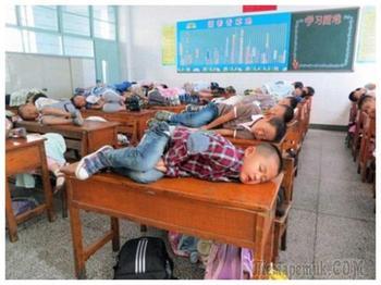 Что должны делать школьники в разных странах: странные правила в учебных заведениях