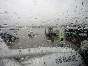 Дождь целый день без перерыва...(Стих)
