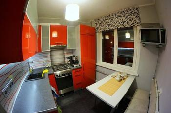 Кухня: красная, в хрущевке