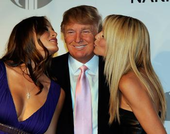 В постели с президентом: 5 самых громких секс-скандалов, связанных с политиками