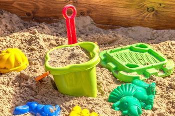 Что делать, если ребенок отбирает игрушки у детей: советы психолога