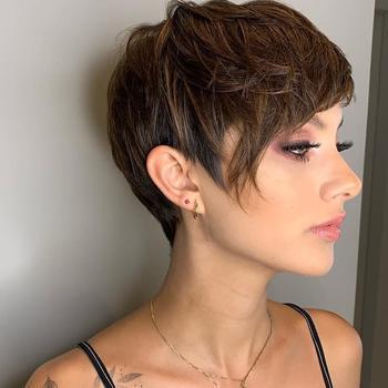 Спортивные стрижки с челкой для коротких волнистых волос