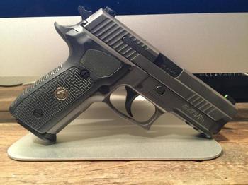 """""""Зиг Зауэр"""", пистолет (SIG Sauer): обзор, характеристики, назначение"""
