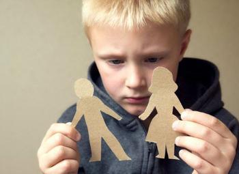 5 фраз, которые не стоит говорить ребенку при разводе родителей