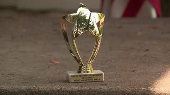 Родители возмущены тем, что их сыну-аутисту в школе дали награду «Самый надоедливый мальчик»