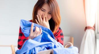 Как избавить одежду от запаха без стирки