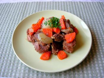 Мясо, тушеное в собственном соку с овощами