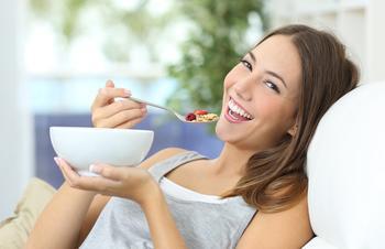 5 полезных привычек, которые помогут есть что хочешь и не толстеть
