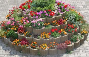 Идеи для вертикальных цветочных клумб на участке