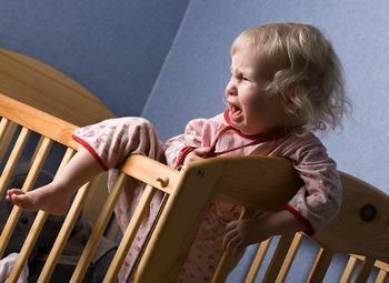 Почему дети часто просыпаются ночью?