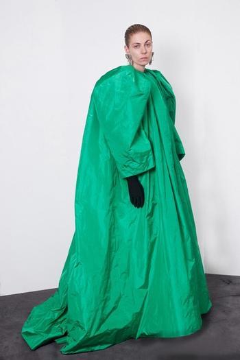 Топ-10 самых странных нарядов на Неделе высокой моды в Париже
