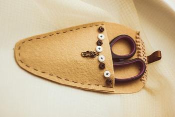 Кожаный чехол на кнопке для швейных ножниц своими руками