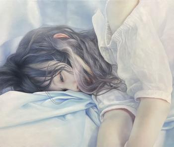 Реалистичная картина с девушкой, на отрисовку волос которой художник потратил несколько месяцев