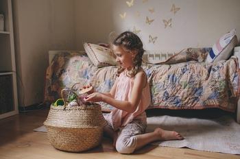3 шага, которые помогут научить ребенка убирать в комнате
