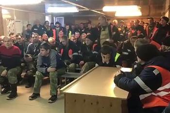 Бастующих горняков уволили через день после обещания губернатора «не обидеть»