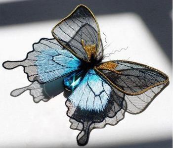 Драгоценная вышивка от Лауры Бэверсток