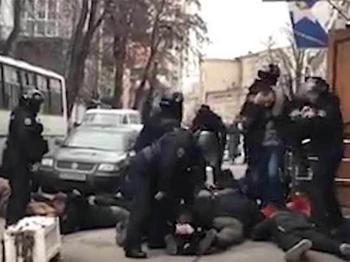 За команду «Ложись, бандера» киевского полицейского решили посадить