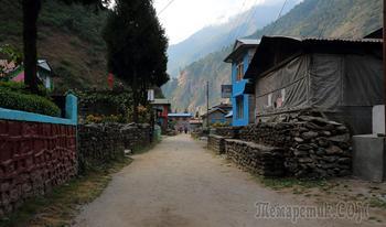 Непал. Гималаи. Трек вокруг Аннапурны. Тал (1700) - Тиманг (2270)