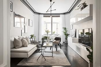 Как темные карнизы добавили изюминки в интерьер Шведской квартиры (50 кв. м)