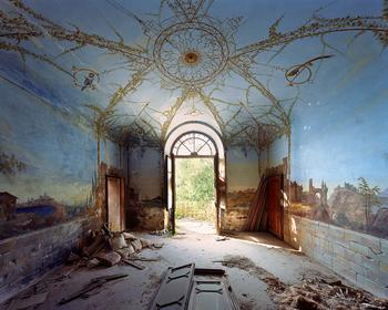 Следы великолепия заброшенных итальянских вилл в фотографиях Томаса Джориона