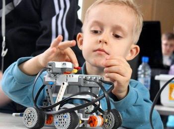 7 причин записать ребёнка в кружок робототехники