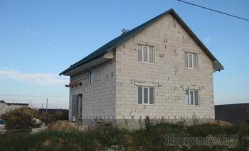 Вложили $55 000, сэкономили $20 000. Как семья пять лет строит дом под Минском