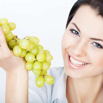 Есть виноград во сне: толкование сновидения